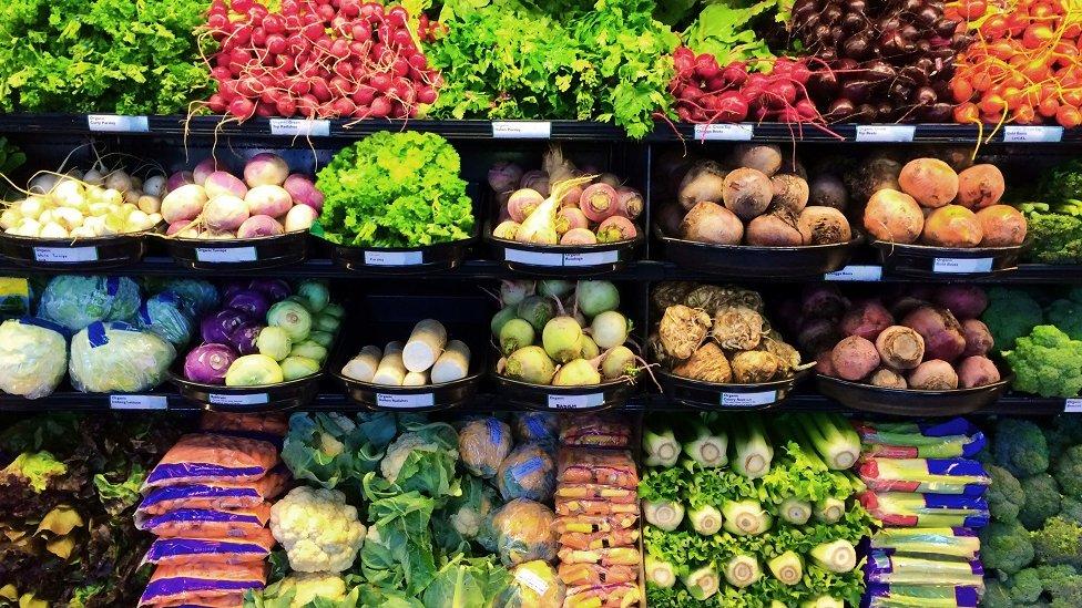 Legumes frescos em um supermercado