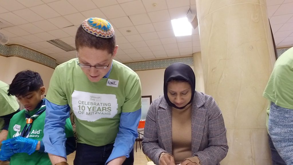 Mitzvah Day: Jews and Muslims come together to cook chicken soup