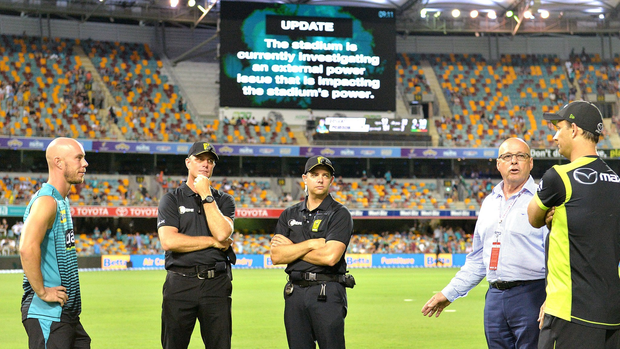 Big Bash match abandoned after power failure