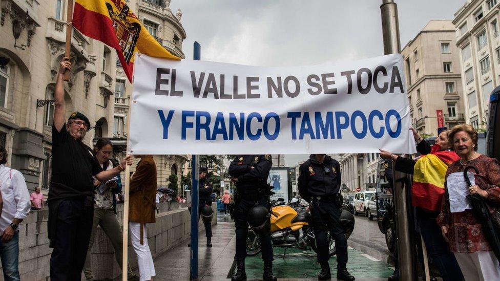 Manifestación contra la exhumación de los restos de Franco en Madrid.