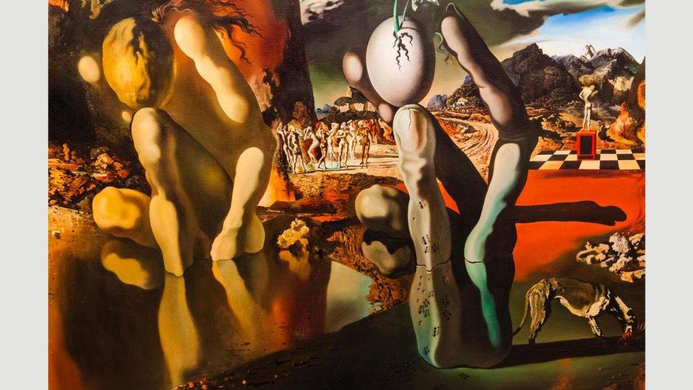 """Nadrealističke slike snova, kao što je """"Metamorfoza Narcisa"""" (1937) Salvadora Dalija, opisuju unutrašnju logiku sna"""