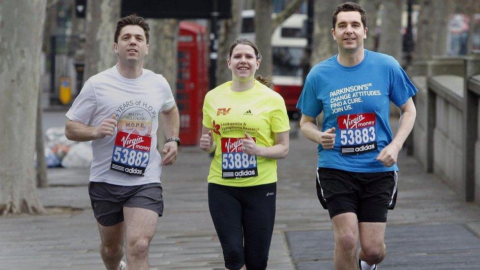 Džo Svinson kao učesnica maratona