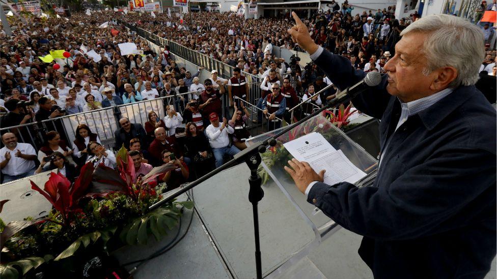 Andrés Manuel López Obrador quiere suspender la construcción del nuevo aeropuerto de México.