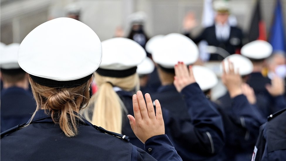 NRW police recruits take oath