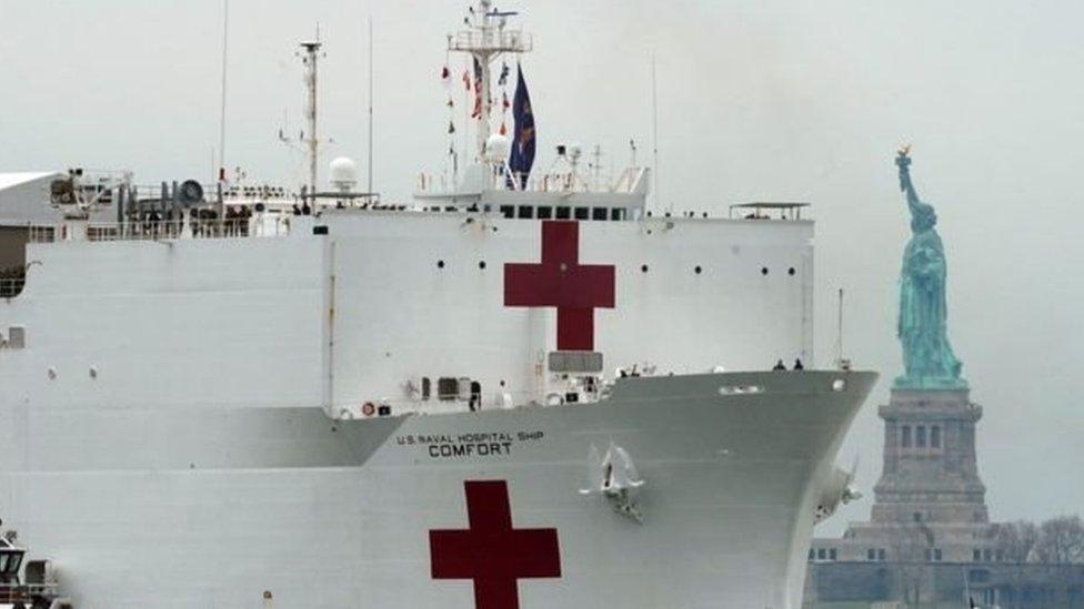 Seorang awak kapal Angkatan Laut yang dikirim New York di rumah sakit kapal, terinfeksi Covid-19.