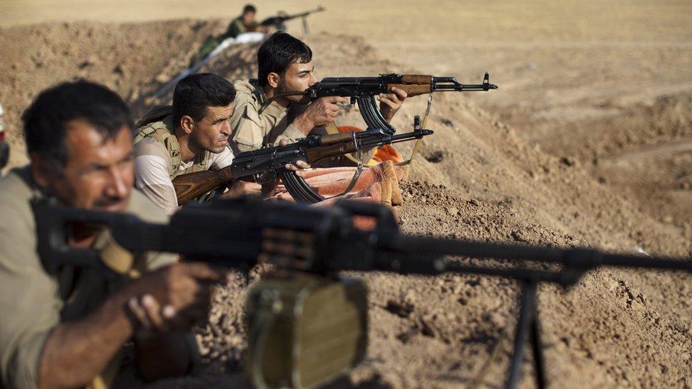 Kurdos iraquíes en primera línea de batalla.