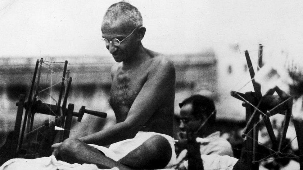 सरोजिनी नायडू गांधी को क्यों कहती थीं 'आग का गोला'