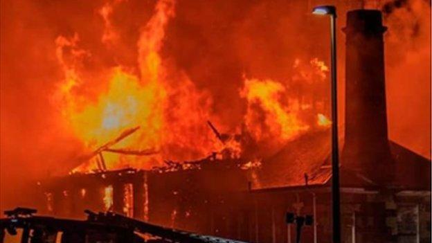 Fire destroys former primary school in Inverkeithing