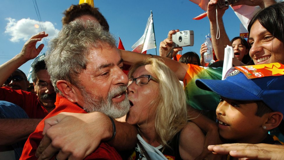 Lula on the campaign trail in 2006