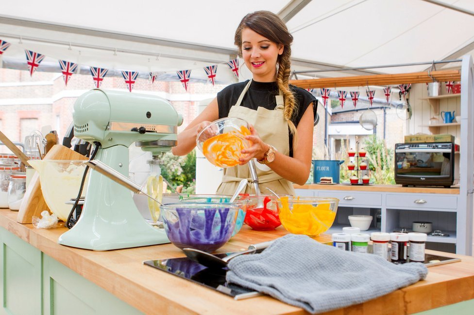 Zoella on the Great Comic Relief Bake Off