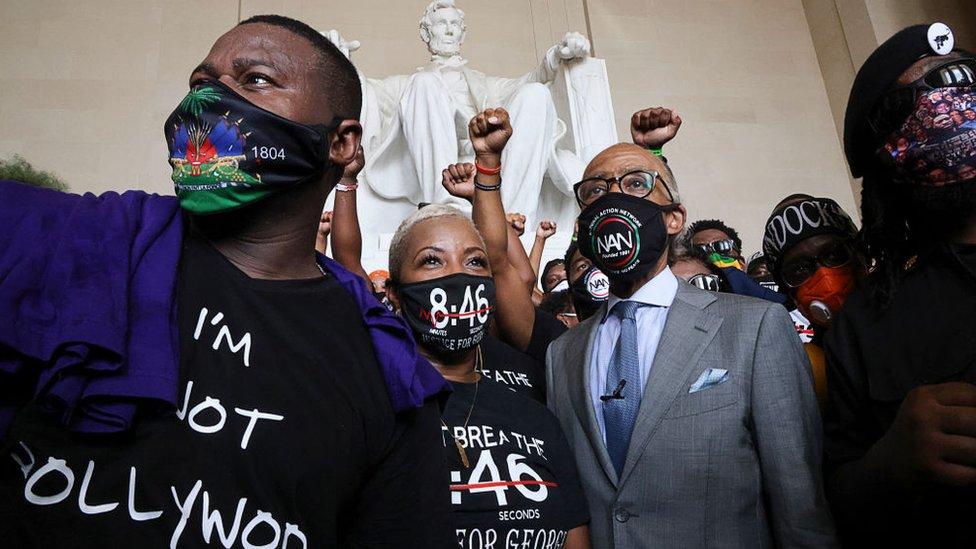 阿爾·夏普頓牧師(Reverend Al Sharpton;前排左一)與支持者在林肯紀念堂內(28/8/2020)