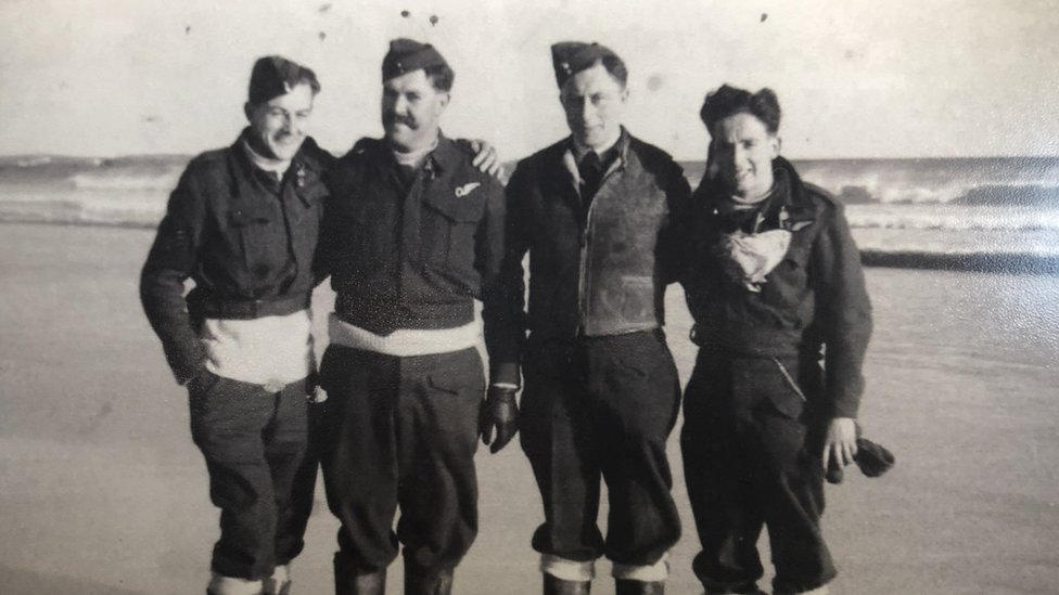 crew from 518 squadron