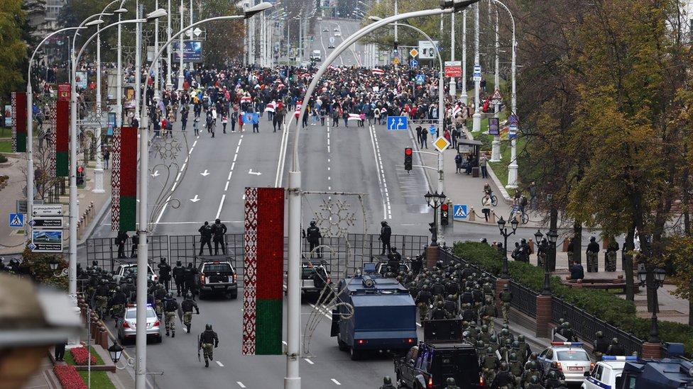 Минск снова на марше - в день истечения срока