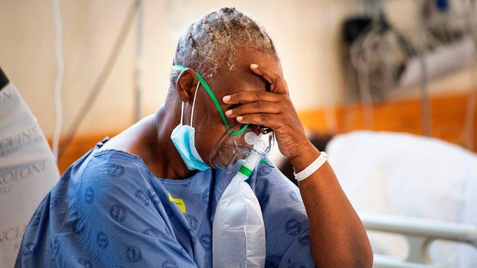 Paciente con oxígeno en Sudáfrica