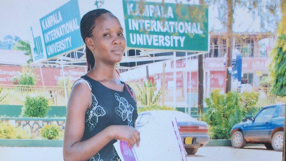 Sylvia Yeko en la Universidad de Kampala