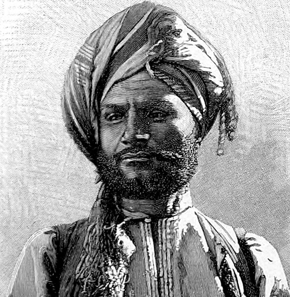 "un ""negociante musulmán de Mascate"", que aparece en su libro ""À Suse 1884-1886. Journal des fouilles""."