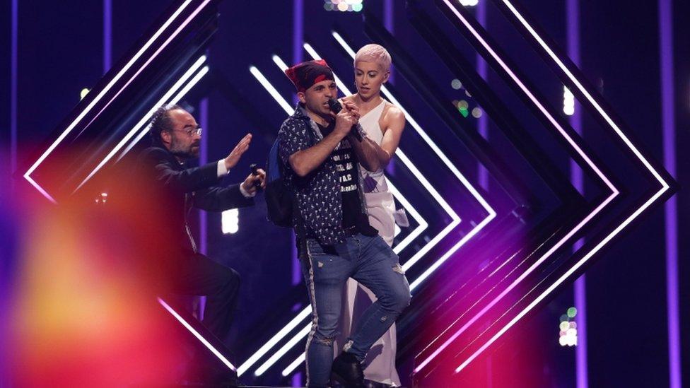 Євробачення-2018: у британки на сцені вихопили мікрофон