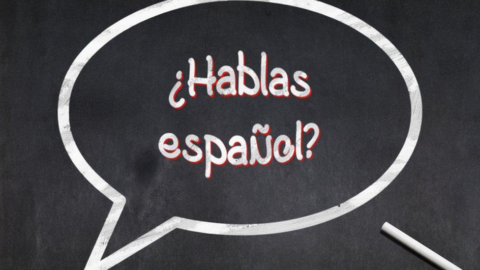 Letrero ¿Hablas español?