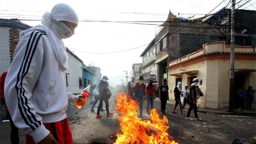 Students set fire barricades during a protest against Venezuelan President Nicolas Maduro's government, after the Supreme Court strongly limited the opposition-led National Assembly powers, in San Cristobal, Venezuela on March 2, 2016.