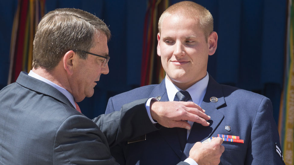 "US Secretary of Defense Ashton Carter (L) awards US Air Force Airman First Class Spencer Stone (R) the Airman""s Medal"
