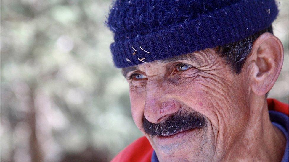 Un hombre mayor