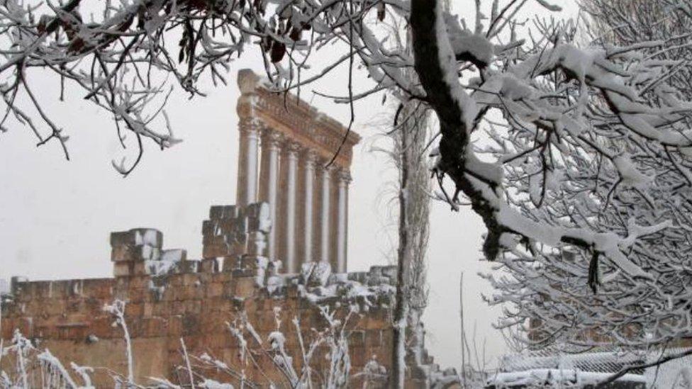 الثلوج تغطي معبد بعلبك