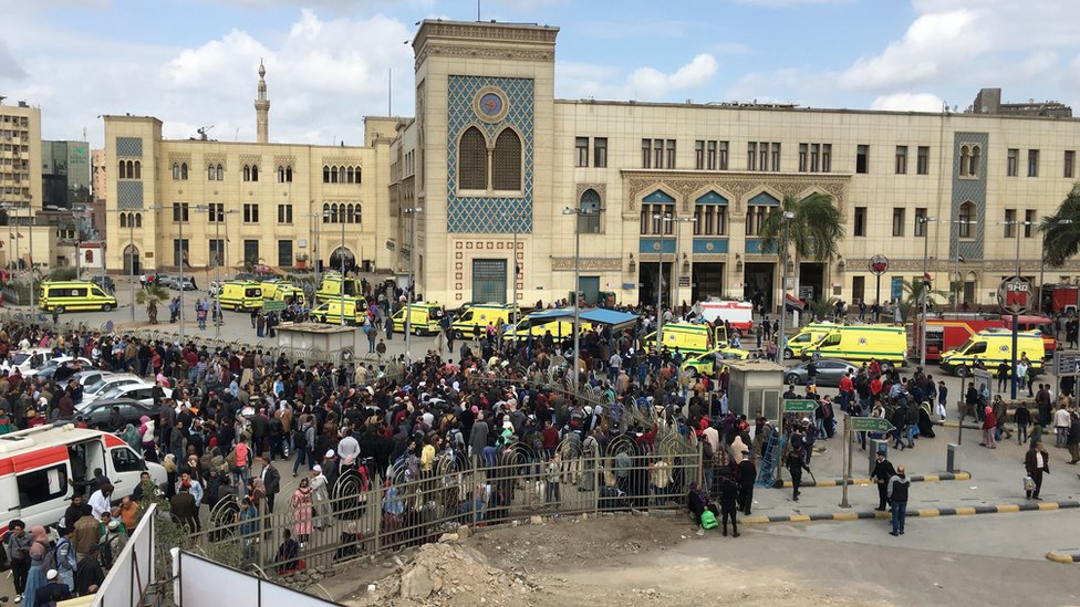 Crowds and ambulances outside Ramses Station, Cairo (27 February 2019)