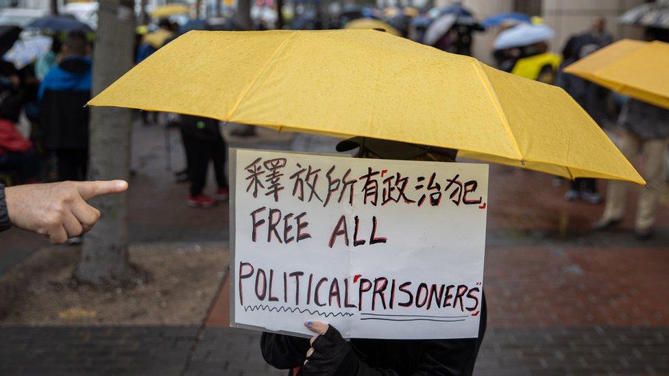 2021年3月4日,香港活動人士在法庭外