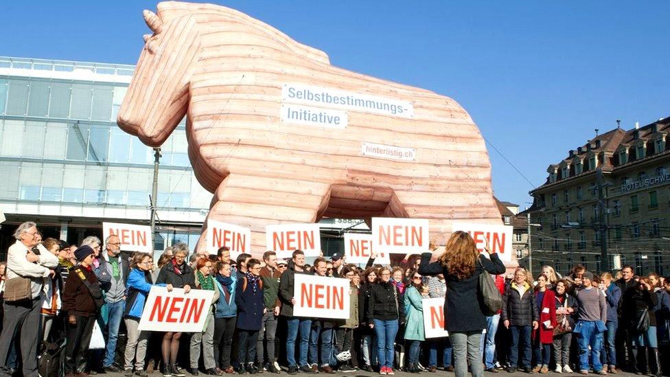 Model trojanskog konja koga su koristili u kampanji zagovornici šireg suvereniteta