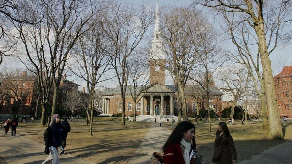 تعد جامعة هارفارد إحدى أفضل الجامعات في الولايات المتحدة
