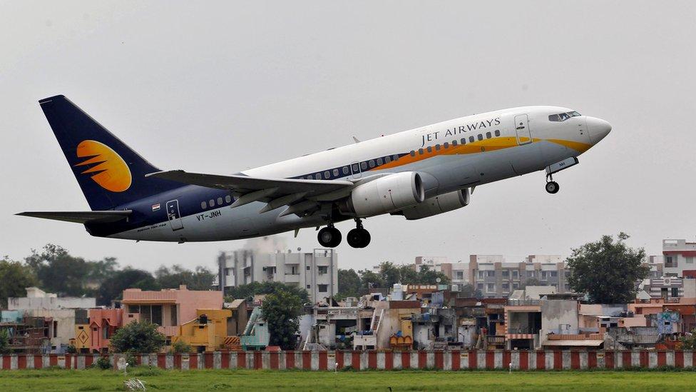 Біль у вухах і кров з носа: в Індії пілоти
