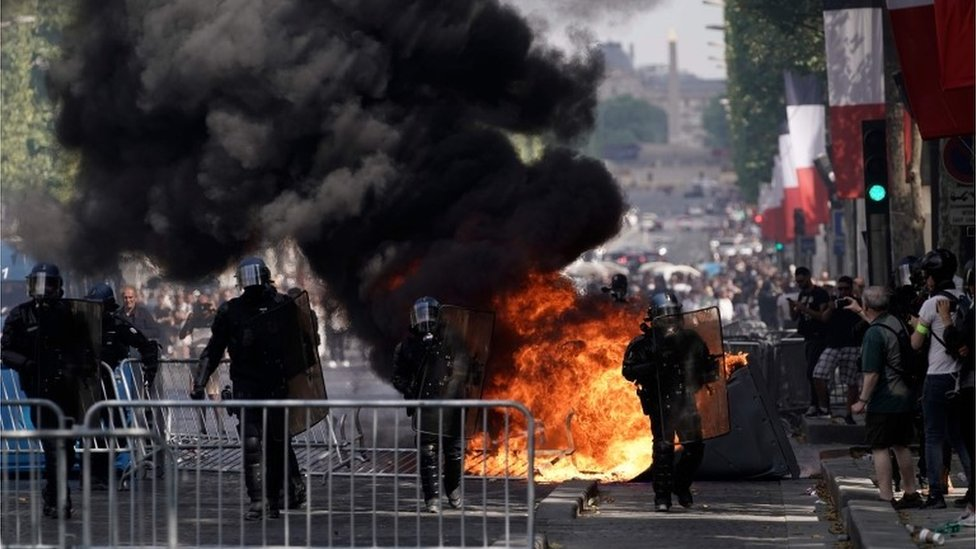 champs elysees clashes