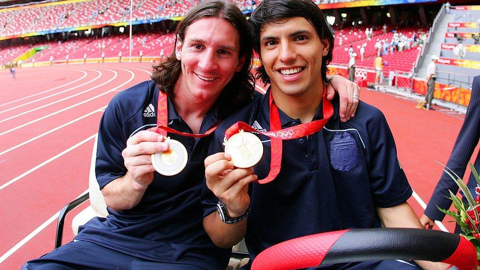 Lionel Messi junto a Sergio Agüero en Pekín.