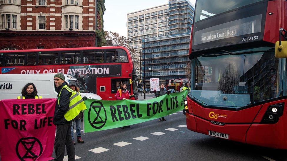 Protestocular iklim değişikliğine destek çekmek için daha önce de yol kesme eylemleri yapmıştı