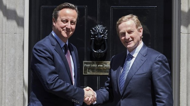David Cameron (l) shakes hands with Irish Taoiseach Enda Kenny outside Downing Street