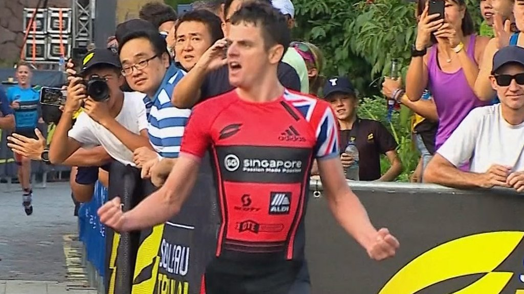 Jonny Brownlee wins Super League Triathlon Eliminator in Singapore