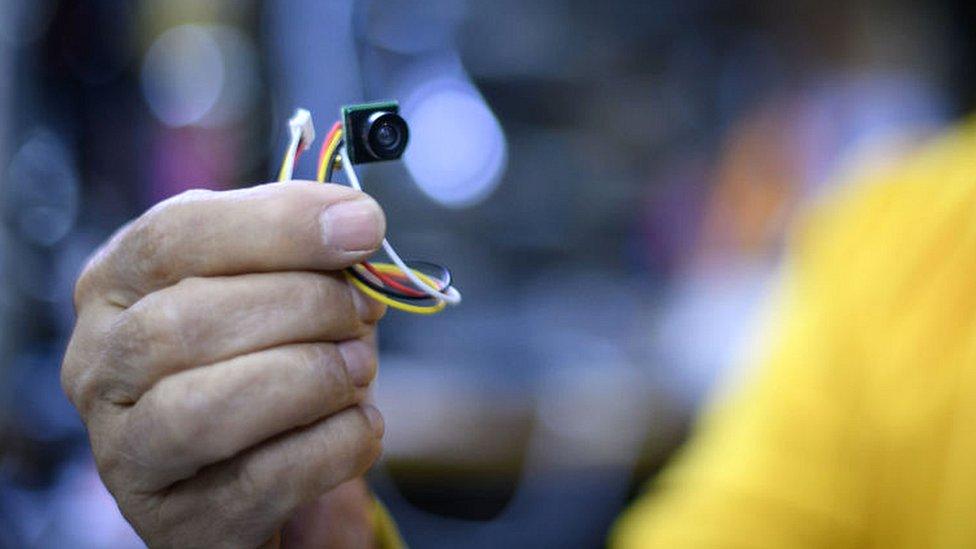 صورة الكاميرا الصغيرة التي يمكن تركيبها في أجهزة أخرى
