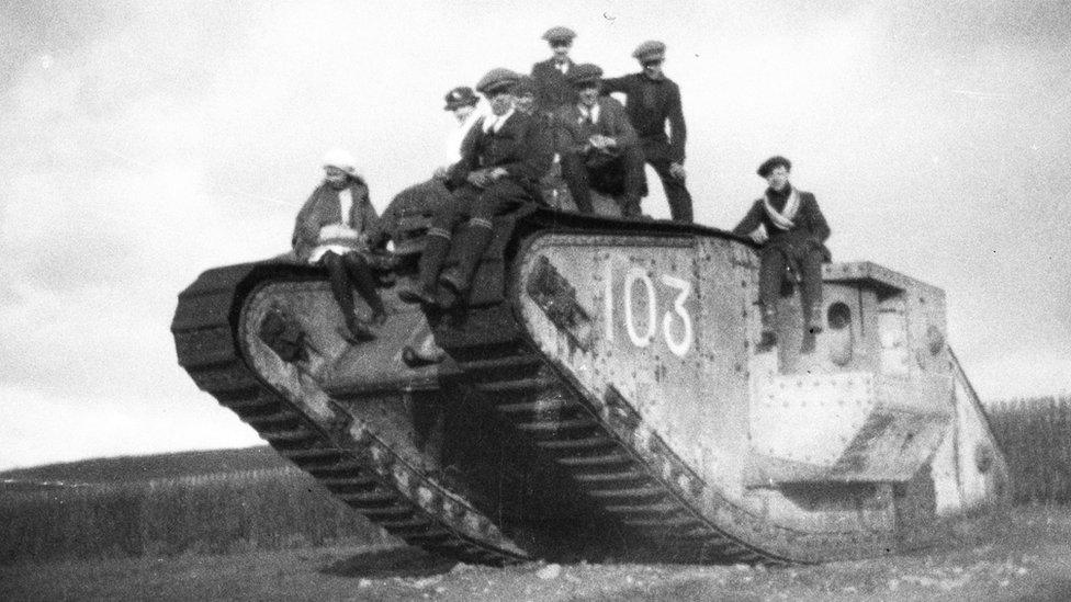 Tank and Local People in Oberkassel in 1919
