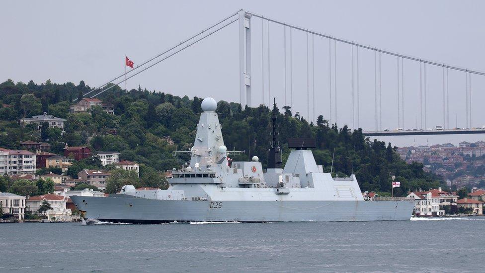 Россия утверждает, что открыла огонь по курсу британского эсминца