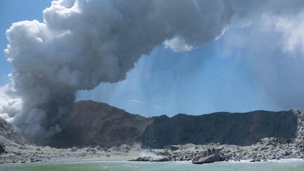 Извержение вулкана в Новой Зеландии: по меньшей мере пятеро погибших