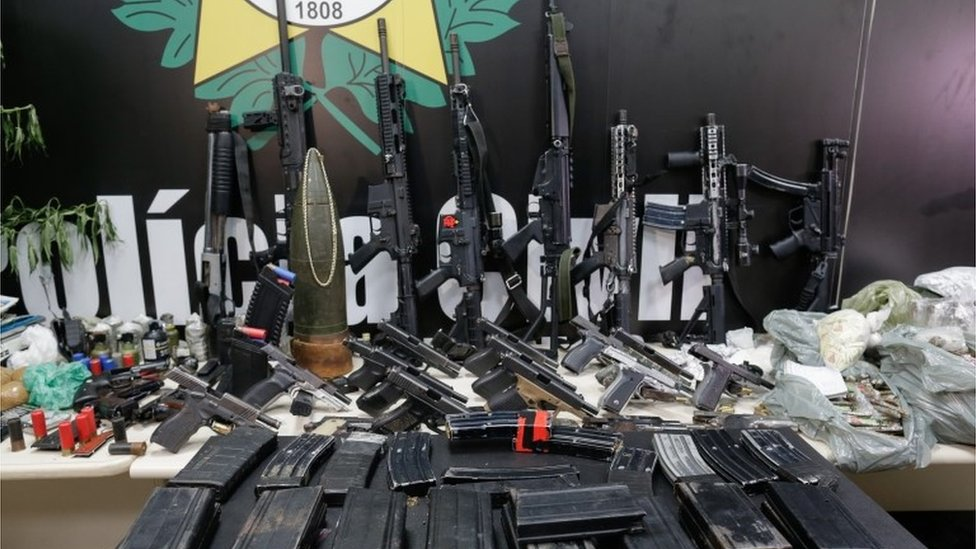 Armas y drogas encontradas en Jacarezinho