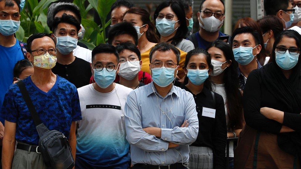 香港一群戴著口罩的路人(10/7/2020)