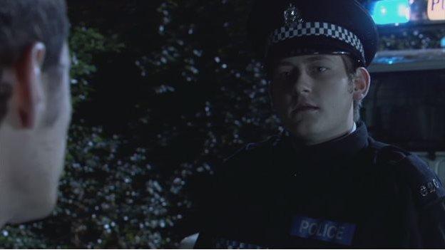 Rhys yn chwarae rhan plismon ifanc yn Torchwood.