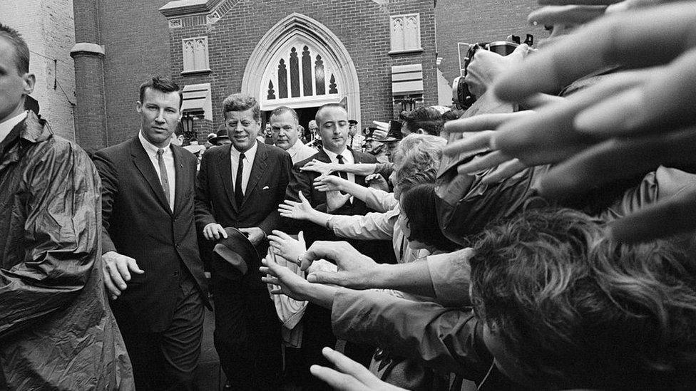 كان جون كينيدي أول رئيس كاثوليكي للولايات المتحدة