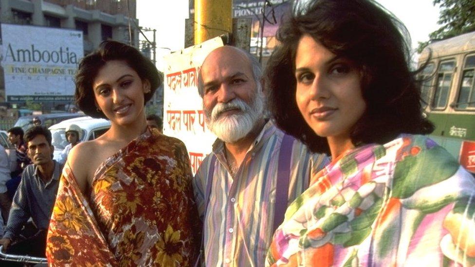 Satya Paul: Indian designer who made the sari fashionable dies at 78 thumbnail