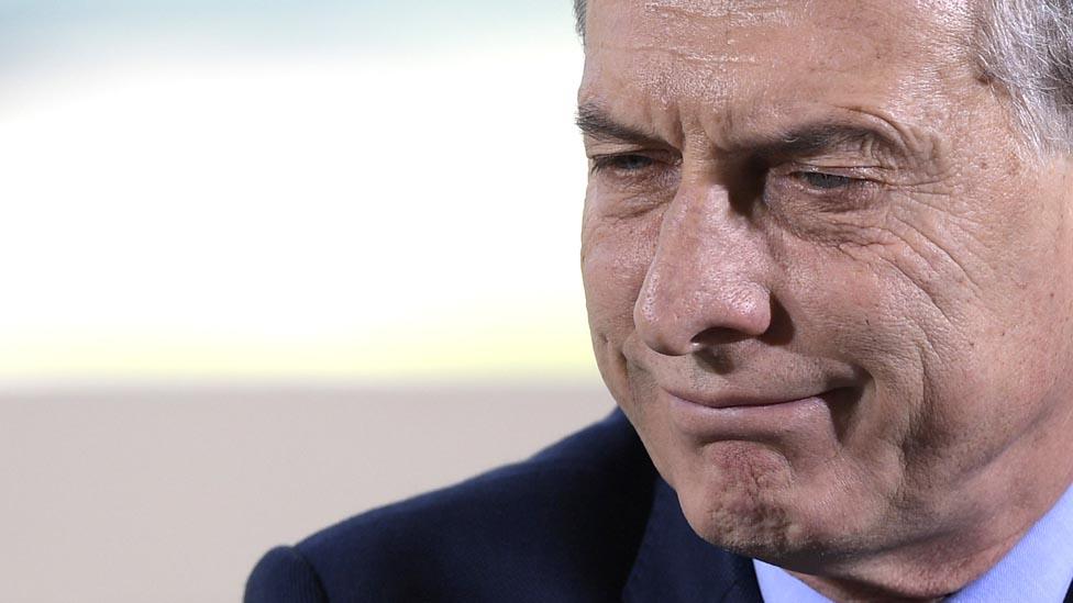 La aprobación de Mauricio Macri ha bajado por la situación económica, pero sigue siendo suficientemente alta como para tener chance de ser reelegido en 2019.