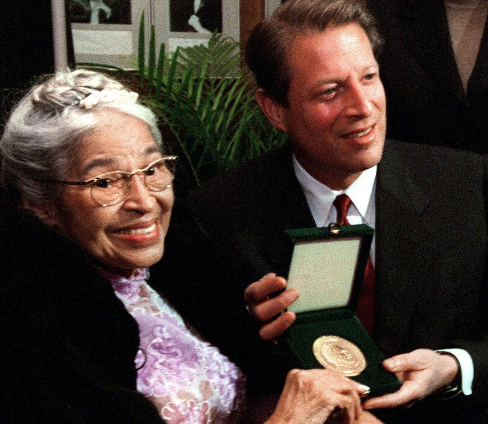Rosa Parks and her Congressional Gold Medal, with Vice-President Al Gore in 1999