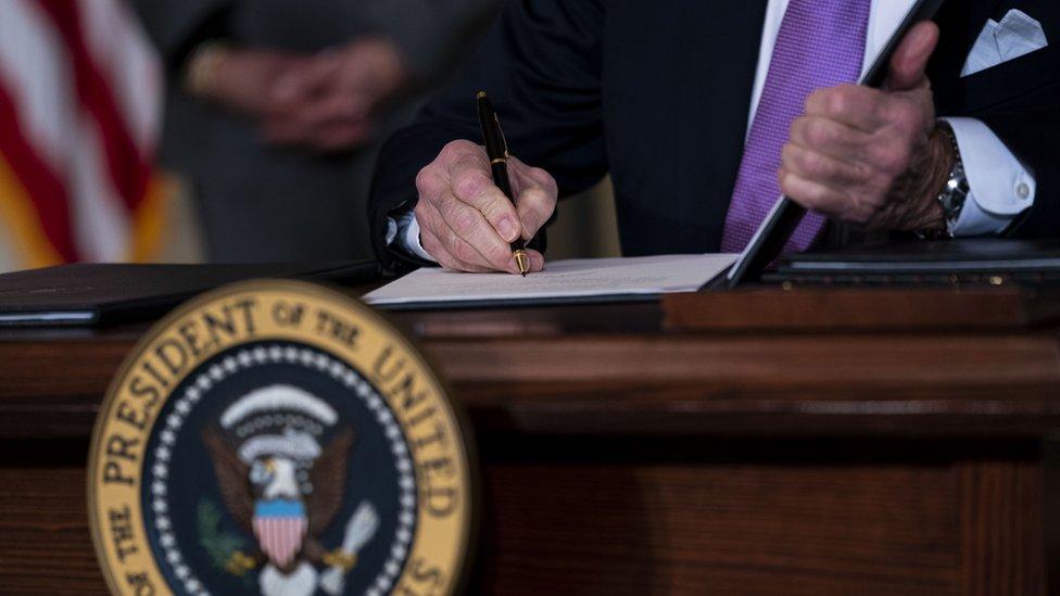 Biden firma una orden ejecutiva