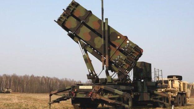 अमरीका-ईरान तनाव: खाड़ी में युद्धपोत और मिसाइलों की तैनाती