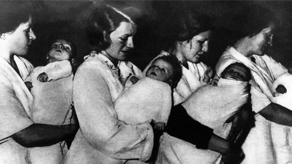 Mujeres alemanas con hijos 'Lebensborn' en 1939.